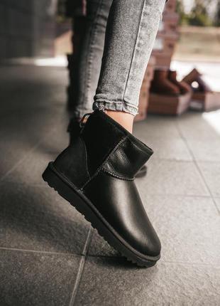 Ugg classic mini black leather женские кожаные зимние угги чер...
