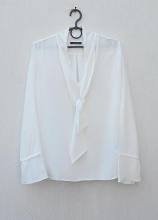 Белая нарядная блузка из вискозы с длинным рукавом