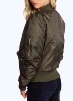 Куртка- бомпер цвета хаки