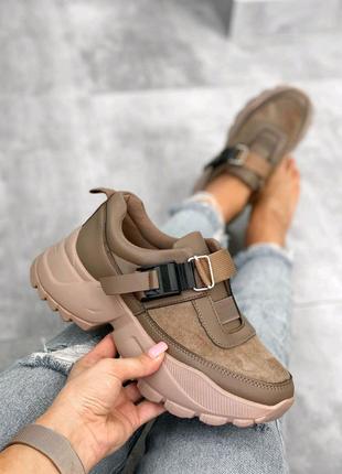 Женские кроссовки. Женские замшевые кроссовки коричневые
