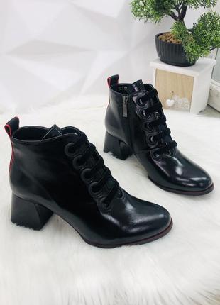 Ботинки лак кожа каблук
