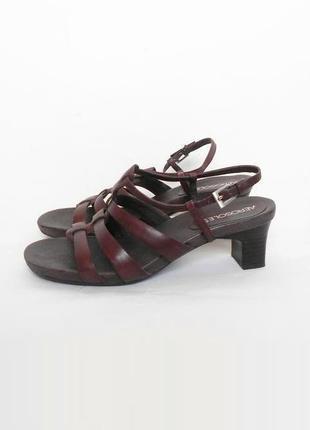 Открытые кожаные коричневые босоножки устойчивый каблук aeroso...