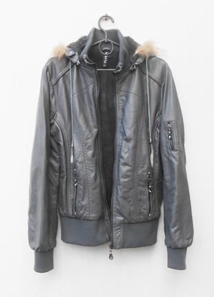 Кожаная осенняя утепленная демисезонная курткая на меху с капю...