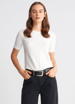 Білий светр
