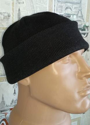 Мужская шапка бини отворот акрил ровная вязка