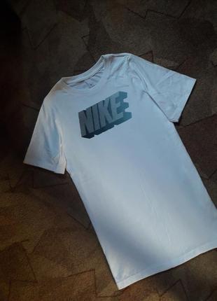 Бесшовная белоснежная футболка от nike оригинал