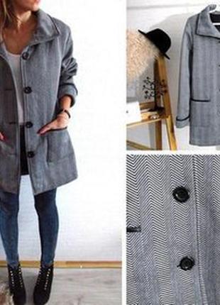 Брендовое флисовое легкое пальто с кожаными вставками и карман...