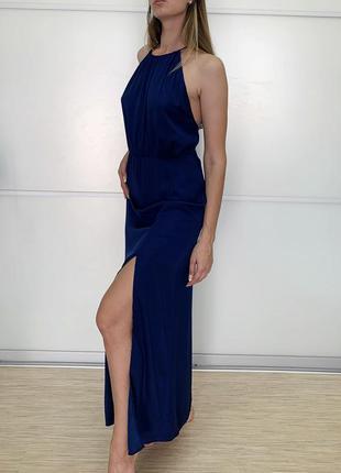 Шикарное синее платье в пол с элегантным разрезом
