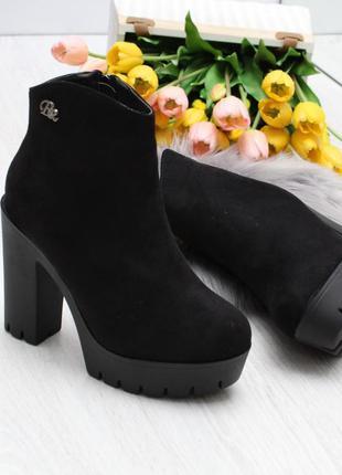 Чёрные зимние ботильоны на каблуке. зимние ботинки на широком ...