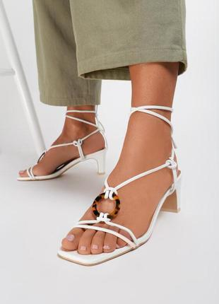 Светлые босоножки на завязках тонкий каблук + 3 цвета