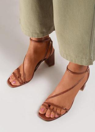 Новые женские босоножки средний каблук кожа под рептилию
