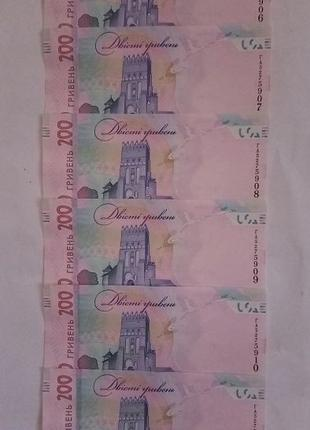 Паперові гроші грн 6 купюр по 200 гривен состояние новые Номер...