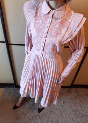 Винтажное платье миди  с длинным рукавом, вышивкой и юбкой плиссе