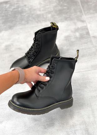 Ботинки женские на шнуровке мартинсы