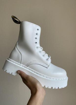 Белые высокие ботинки деми и зима