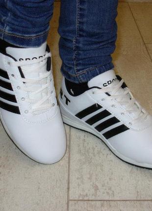 Кроссовки белые черная полоса