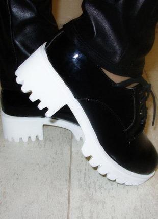Туфли женские черные тракторная подошва
