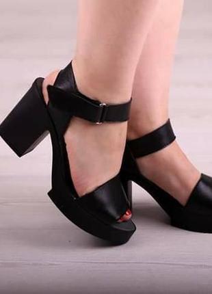 Кожаные босоножки черные, бежевые на каблуке платформа натурал...