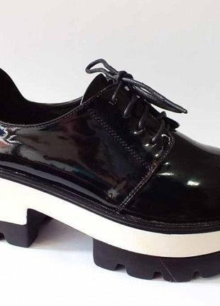Туфли женские черные на платформе тракторная подошва