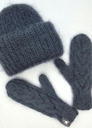 Мягкий модный комплект шапка такори варежки мохер серый сизый