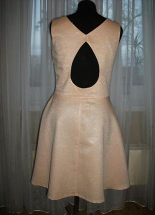 Платье mohito бежево-розовое блестящее с вырезом на спине 34 42