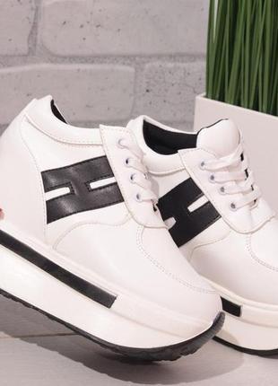 Кроссовки сникерсы белые с черным на платформе танкетке