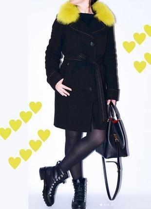 Шикарное зимнее пальто 42-50 с натуральным красным, желтым мехом