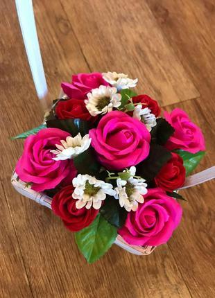 Букет из мыльных цветов в корзинке