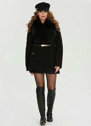 Стильное короткое зимнее пальто с натуральным мехом черное, ко...