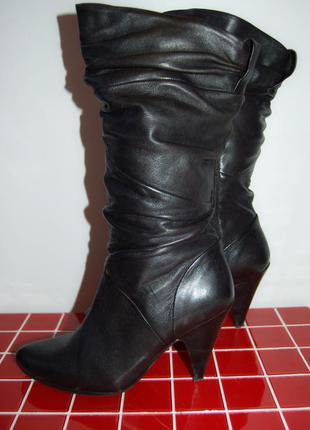 Продам кожаные сапоги средний каблук