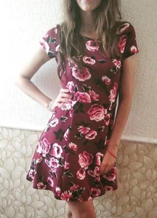 Платье цвета марсала в цветочный принт