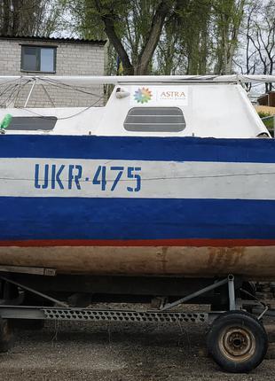 Яхта моторно-парусная