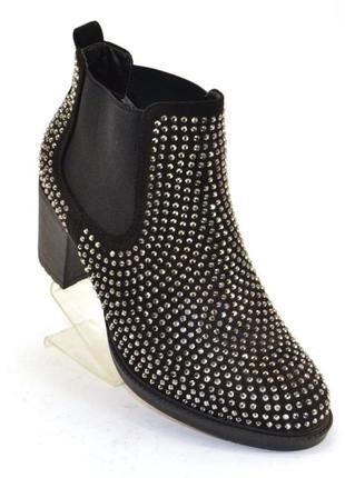 Стильные демисезонные ботинки со стразами черные, синие на каб...