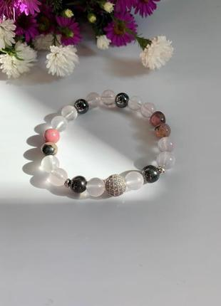 Женский браслет из натуральных камней с серебристой бусиной