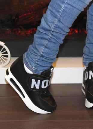 Сникерсы кроссовки черные на липучке на платформе танкетке