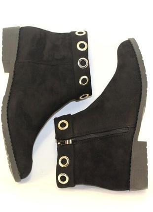 Демисезонные черные замшевые ботинки низкий каблук