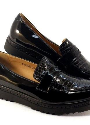Лаковые черные туфли лоферы на платформе