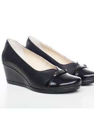 Кожаные черные туфли на танкетке натуральная кожа