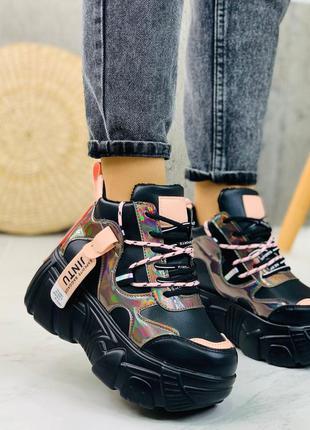 Новые шикарные женские  зимние чёрные кроссовки