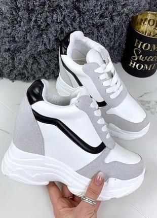 Модные кроссовки сникерсы с полоской на платформе белые, черные