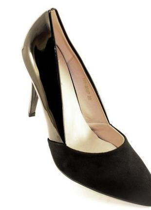 Шикарные черные комбинированные лаковые замшевые туфли на шпильке