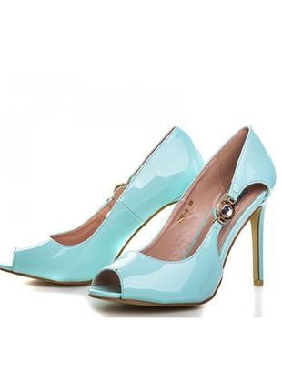 Шикарные летние открытые туфли босоножки на каблуке голубые, р...