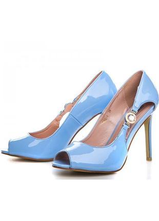 Шикарные летние открытые туфли босоножки на каблуке голубые