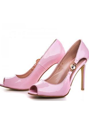 Шикарные летние открытые лаковые туфли босоножки на каблуке ро...