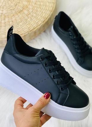 Новые шикарные женские чёрные кроссовки