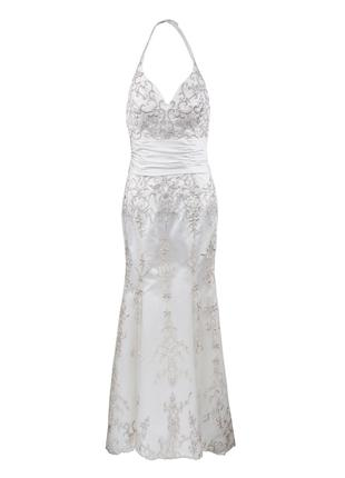 Свадебное платье утонченное с открытой спиной расшито бисером