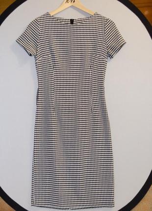 Классическое черно-белое платье в гусиную лапку