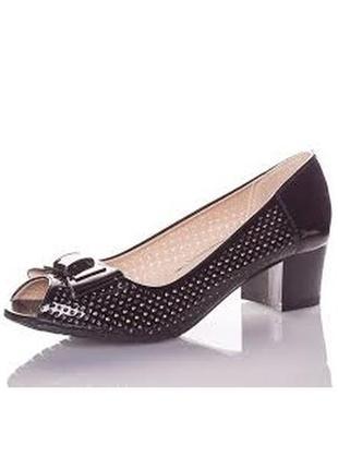 Летние черные туфли с открытым носом с перфорацией на устойчив...