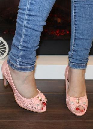 Летние розовые пудровые туфли с бантом с перфорацией с открыты...