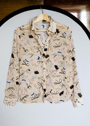 Стильная шифоновая бежевая блуза рубашка с веселым принтом дли...
